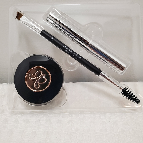 Anastasia Beverly Hills Other - Anastasia ombre brow soft brown